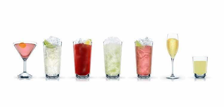 Diversos copos contendo lindos, saborosos e coloridos drinks afrodisíacos.
